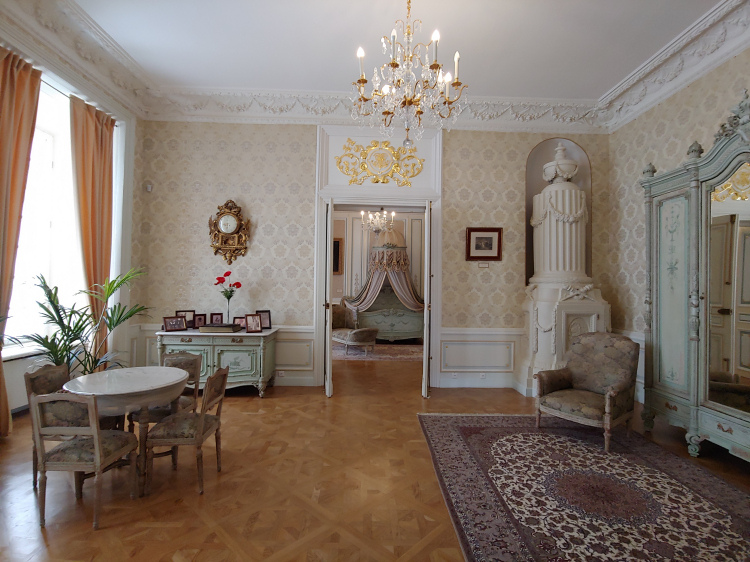 Neszvich Palace Bedroom suite